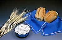 Pão, farinha de trigo e trigo. Foto: Thaís Falcão.
