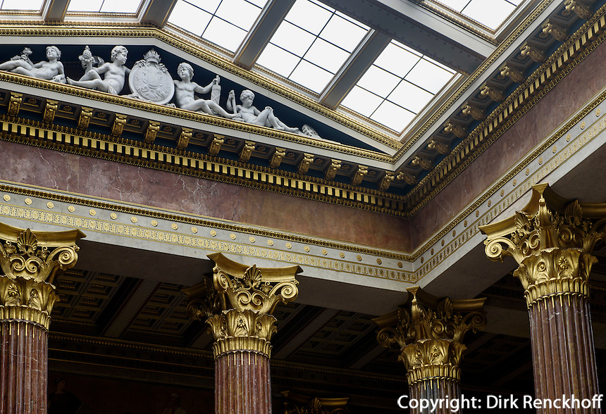 S&auml;ulensaal im Parlament, Dr.-Karl-Renner-Ring 3, Wien, &Ouml;sterreich, UNESCO-Weltkulturerbe<br /> nside the Parliament, Vienna, Austria, world heritage