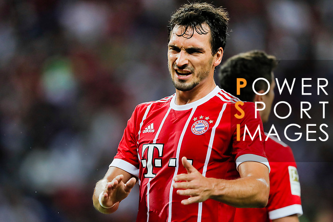 Bayern Munich Defender Mats Hummels gestures during the International Champions Cup match between Chelsea FC and FC Bayern Munich at National Stadium on July 25, 2017 in Singapore. Photo by Marcio Rodrigo Machado / Power Sport Images