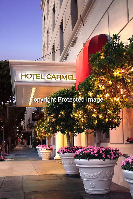 Exterior view of Georgian Hotel in Santa Monica