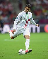 FUSSBALL  EUROPAMEISTERSCHAFT 2012   VIERTELFINALE Tschechien - Portugal              21.06.2012 Cristiano Ronaldo (Portugal) Einzelaktion am Ball