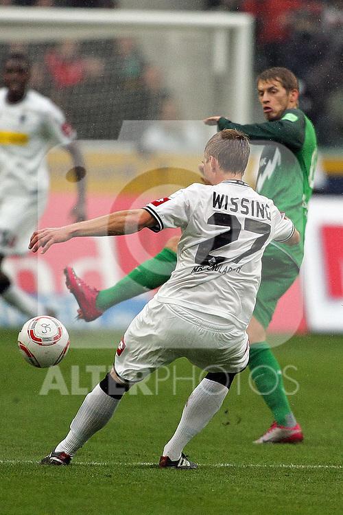 23.10.2010,  Borussia Park, Moenchengladbach, GER, 1.FBL, Borussia Moenchengladbach vs Werder Bremen, 9. Spieltag, im Bild: Aaron Hunt (Bremen #14) / Jens Wissing (Moenchengladbach #27)  Foto © nph / Mueller
