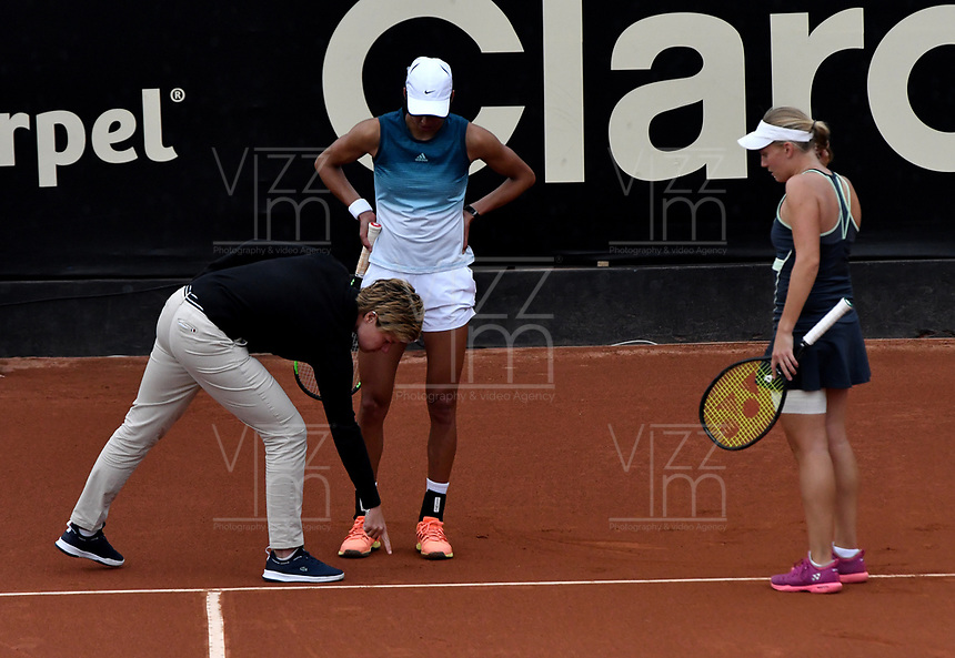 BOGOTÁ-COLOMBIA, 13-04-2019: Astra Sharma (AUS) y Zoe Hives (AUS), durante partido por la final de dobles del Claro Colsanitas WTA, que se realiza en el Carmel Club en la ciudad de Bogotá. / Astra Sharma (AUS) y Zoe Hives (AUS), during the match for the doubles final of Claro Colsanitas WTA, which takes place at Carmel Club in Bogota city. / Photo: VizzorImage / Luis Ramírez / Staff.