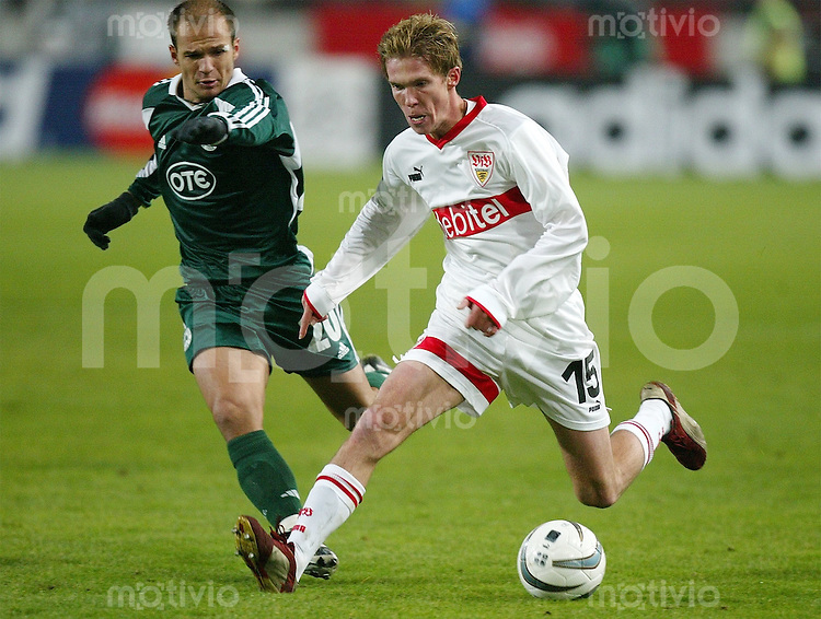 FUSSBALL International Champions League 2004/2004 Gruppe E VfB Stuttgart 2-0 Panathinaikos Athen Alexander Hleb (VfB,re) gegen Angelos Basinas (A)