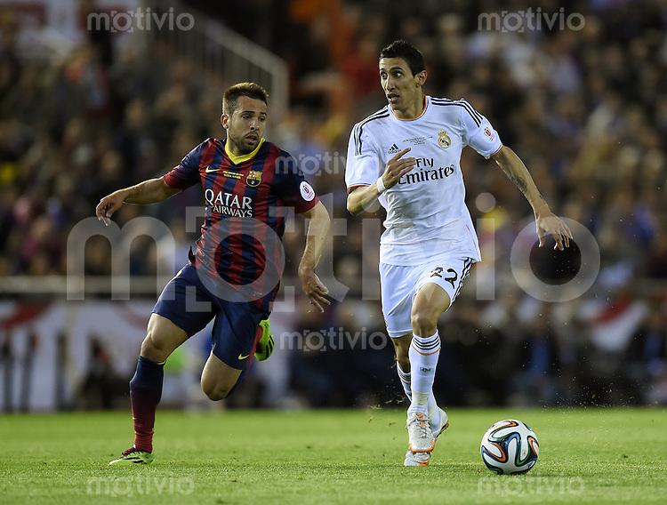 FUSSBALL  INTERNATIONAL Copa del Rey FINALE  2013/2014    FC Barcelona - Real Madrid            16.04.2014 Angel Di Maria (re, Real Madrid) gegen Jordi Alba (Barca)