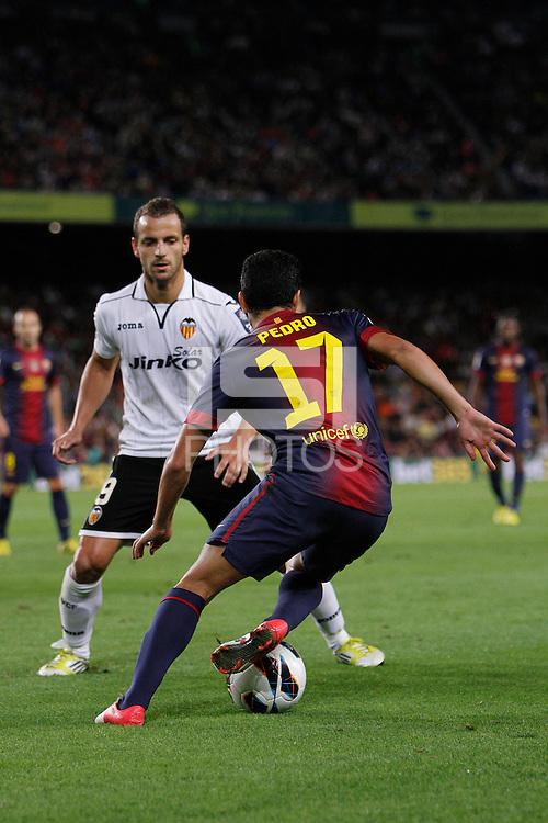02/09/2012 - Liga Football Spain, FC Barcelona vs. Valencia CF Matchday 3 - Pedro, spanish winger for FC BArcelona, dribbles Soldado, spanish striker for VAlencia CF