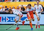 Den Bosch  - Jorrit Croon (Ned) met Gauthier Boccard (Belgie)   tijdens   de Pro League hockeywedstrijd heren, Nederland-Belgie (4-3).    COPYRIGHT KOEN SUYK
