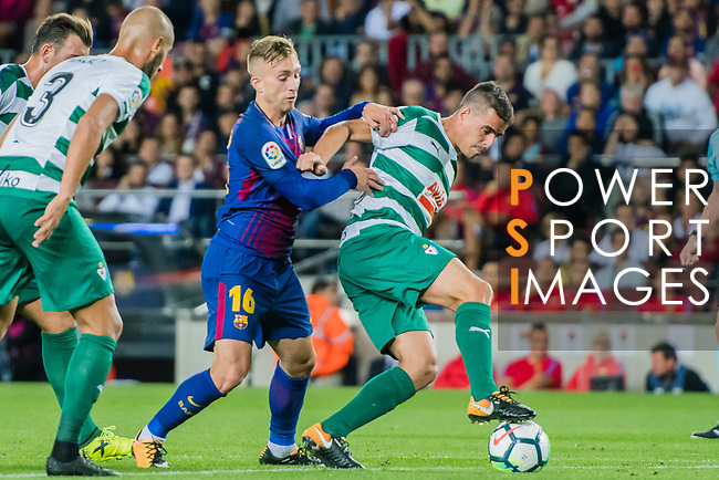 Dani Garcia Carrillo of SD Eibar (R) fights for the ball with Gerard Deulofeu Lazaro of FC Barcelona (R2) during the La Liga 2017-18 match between FC Barcelona and SD Eibar at Camp Nou on 19 September 2017 in Barcelona, Spain. Photo by Vicens Gimenez / Power Sport Images