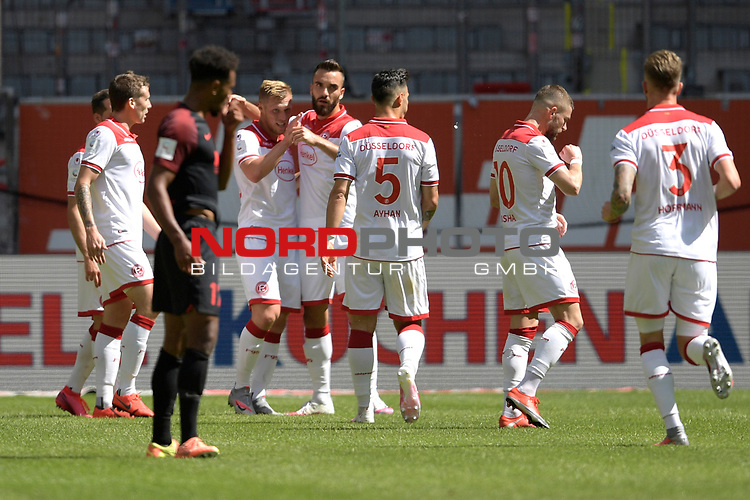 kollektiver Torjubel  nach dem Tor <br />