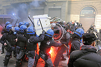 - manifestazione internazionale Eurostrike contro le misure di austerity imposte dall'Unione Europea; corteo degli studenti a Milano<br />
