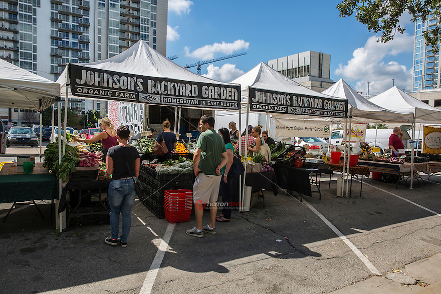 The ever popular Austin Farmers Market is open Saturday mornings year round in downtown Austin, Texas for fresh produce, handmade goods, artisan cheese and freshly baked goods to honey, artisan chocolates and an impressive selection of farm fresh produce, pastured eggs and meats.