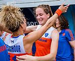 Den Bosch  -  Debutant in het grote Oranje, Felice Albers (Ned)   na  de Pro League hockeywedstrijd dames, Nederland-Belgie (2-0).  met Maria Verschoor (Ned)   COPYRIGHT KOEN SUYK