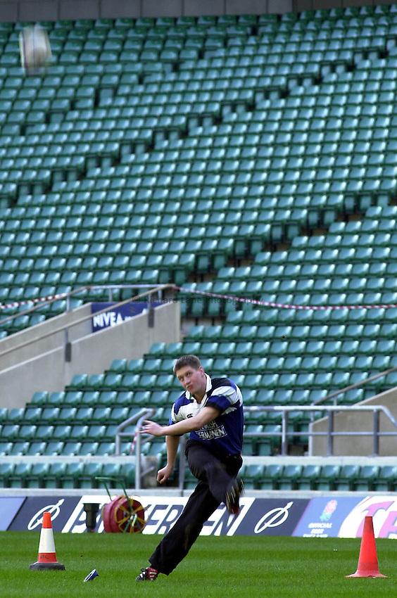 Picture : Greig Cowie.15/02/2002.International Rugby.England v Ireland. Twickenham.Ronan O'Gara practices a conversion at Twickenham...