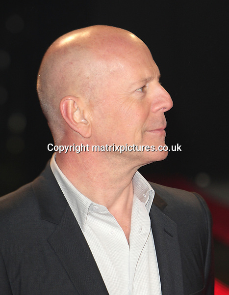 NON EXCLUSIVE PICTURE: MATRIXPICTURES.CO.UK.PLEASE CREDIT ALL USES..WORLD RIGHTS..American actor Bruce Willis arrives for the UK Premiere of A Good Day To Die Hard at Empire Leicester Square, London...FEBRUARY 7th 2013..REF: GBH 13876