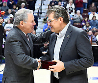 UNCASVILLE, CONNECTICUT -MAR 06: , UCONN ladies defeated USF 70-54in the finals of the AAC tournament as Coach Auriemma accepts congratulations on March 6, 2018 in Uncasville, Connecticut. ( Photo by D. Heary/Eclipse Sportswire/Getty Images)