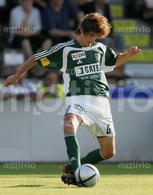 Fussball International Testspiel FC St. Gallen - Hertha BSC Berlin Juan Pablo Garat (FC SG) am Ball