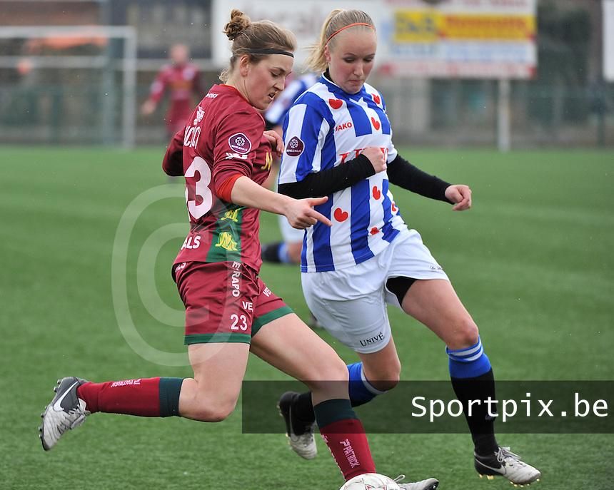 Dames Zulte-Waregem - SC Heerenveen : Pauline Windels aan de bal voor Bernou Hijlkema  (r).foto DAVID CATRY / Nikonpro.be