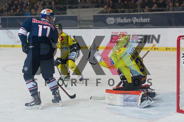 Eishockey, DEL, EHC Red Bull M&uuml;nchen - Krefeld Pinguine <br /> <br /> Im Bild Patrick GALBRAITH (Krefeld Pinguine, 31) kann den Puck mit der Fanghand halten beim Spiel in der DEL EHC Red Bull Muenchen - Krefeld Pinguine.<br /> <br /> Foto &copy; PIX-Sportfotos *** Foto ist honorarpflichtig! *** Auf Anfrage in hoeherer Qualitaet/Aufloesung. Belegexemplar erbeten. Veroeffentlichung ausschliesslich fuer journalistisch-publizistische Zwecke. For editorial use only.