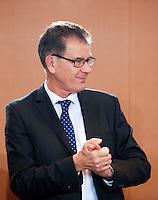 Berlin, Entwicklungshilfeminister Gerd M&uuml;ller (CSU) am Dienstag (17.12.13) im Bundeskanzleramt bei der ersten Kabinettssitzung der neuen Bundesregierung.<br /> Foto: Steffi Loos/CommonLens