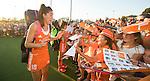 BREDA  (Neth) -  Naomi van As is zichtbaar verrast met alle belangstelling van de fans na  de oefenwedstrijd hockey, tussen de vrouwen van Nederland en Spanje, in de Rabo Super Serie, in aanloop naar de spelen in Rio. COPYRIGHT  KOEN SUYK