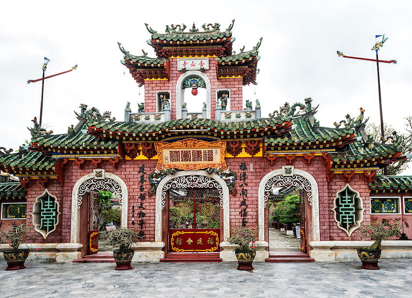 The grand entrance to the Assembly Hall of the Fujian Chinese Congregation, Hoi An. Originally built as a place for Fujian Chinese immigrants to socialize and trade, it was later transformed into a temple to Thien Hau, their goddess of the sea.