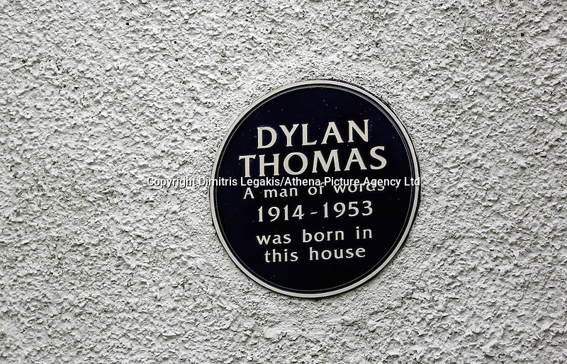 Swansea, UK. Friday 24 October 2014<br /> The plaque outside the birthplace of Dylan Thomas, 5 Cwmdonkin Drive, Swansea<br /> Re: This year marks the centenary of Dylan Thomas' birth on 28th October 2014 with events at the birthplace of author and poet Dylan Thomas, at 5 Cwmdonkin Drive, Swansea, south Wales, UK.