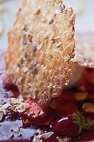Europe/France/Auverne/63/Puy-de-Dôme/<br /> Le Mont Dore/Le Barbier: Craquante  aux fraises d'Auvergne avec coulis de framboises et glace au nougat recette de Michel Courtois, du Restaurant: La Golmotte