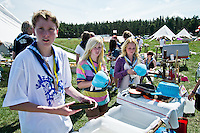 Three Swedish scouts from Dalarna (Johannes, Lisa and Maja) are doing the lunch dishing. Photo: Fredrik Sahlström/Scouterna