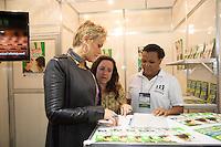 SAO PAULO, SP, 12 DE JUNHO DE 2013. XUXA NA ABERTURA DA FEIRA ABF FRANCHISING.  A apresentadora Xuxa Meneghel durante a abertura ABF Franchising Expo 2013. A apresentadora Xuxa Meneghel falará sobre seus investimentos na área e será madrinha do Espaço Social, corredor promovido pela AFRAS - Associação Franquia Sustentável, que venderá produtos ao longo do evento com renda revertida a entidades assistenciais. FOTO ADRIANA SPACA/BRAZIL PHOTO PRESS