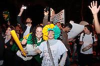 SÃO PAULO, SP - 20.06.2013: 7 GRANDE ATO PASSE LIVRE - Um grupo de manifestantes vindos da Av Paulista lotam a Praça da Republica em frente a Secretária da Educação no centro de São Paulo durante o 7º Grande Ato Contra O Aumento da Tarifa nesta 5 feira (20) (Foto: Marcelo Brammer/Brazil Photo Press)