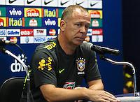 ATENÇÃO EDITOR: FOTO EMBARGADA PARA VEÍCULOS INTERNACIONAIS - RECIFE,PE,09 SETEMBRO 2012 - COLETIVA MANO MENEZES  - O tecnico Mano Menezes durante entrevista coletiva na tarde de hoje no Estadio do Arruda em Recife.FOTO ALE VIANNA - BRAZIL PHOTO PRESS.