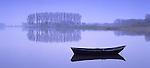 Europa, DEU, Deutschland, Nordrhein Westfalen, Niederrhein, Xanten, Naturschutzgebiet Bislicher Insel, Kahn am Alten Rheinarm, Kahn am Alten Rheinarm. Kernstueck dieses in der Rheinaue gelegenen Naturschutzgebietes sind der ueber fuenf Kilometer lange Xantener Altrhein mit seinem reichen Spektrum an Wasser- und Uferpflanzengesellschaften sowie die Weichholzauenwaelder bzw. deren Entwicklungsstadien. Im Uferbereich sind noch Reste von Weiden- und Eschen-Ulmen-Auwald vorhanden. Der Xantener Altrhein ist als einer der floristisch-vegetationskundlich bedeutendsten Altarme des Niederrheins...[Fuer die Nutzung gelten die jeweils gueltigen Allgemeinen Liefer-und Geschaeftsbedingungen. Nutzung nur gegen Verwendungsmeldung und Nachweis. Download der AGB unter http://www.image-box.com oder werden auf Anfrage zugesendet. Freigabe ist vorher erforderlich. Jede Nutzung des Fotos ist honorarpflichtig gemaess derzeit gueltiger MFM Liste - Kontakt, Uwe Schmid-Fotografie, Duisburg, Tel. (+49).2065.677997, fotofinder@image-box.com, www.image-box.com]