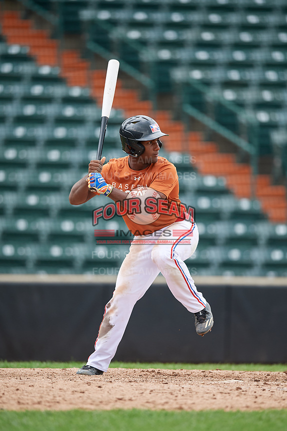 Luis Encarnacion (4) at bat during the Dominican Prospect League Elite Underclass International Series, powered by Baseball Factory, on July 21, 2018 at Schaumburg Boomers Stadium in Schaumburg, Illinois.  (Mike Janes/Four Seam Images)