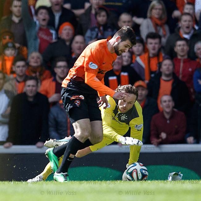 Nadir Cifcti goes around Rangers keeper Steve Simonsen to score the third goal for Dundee Utd