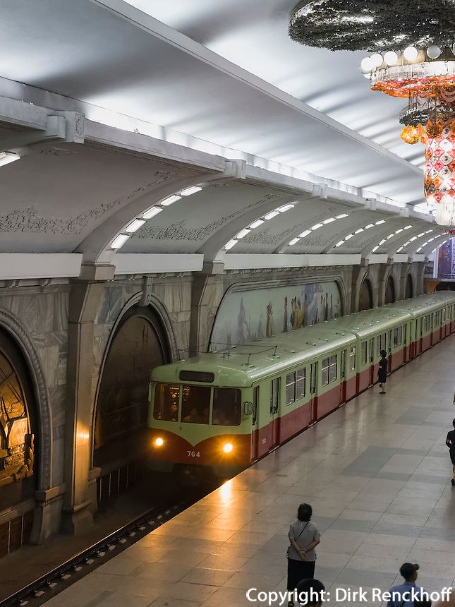 U-Bahnhof in Pyongyang, Nordkorea, Asien<br /> Subway station, Pyongyang, North Korea, Asia