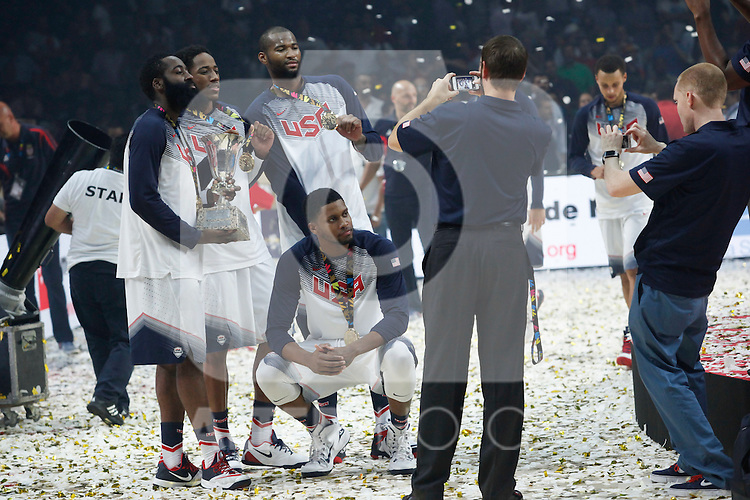 United State´s players pose with the award after their victory at the FIBA Basketball World Cup Spain 2014 final match after winning against Serbia at `Palacio de los deportes´ stadium in Madrid, Spain. September 14, 2014. (ALTERPHOTOSVictor Blanco)