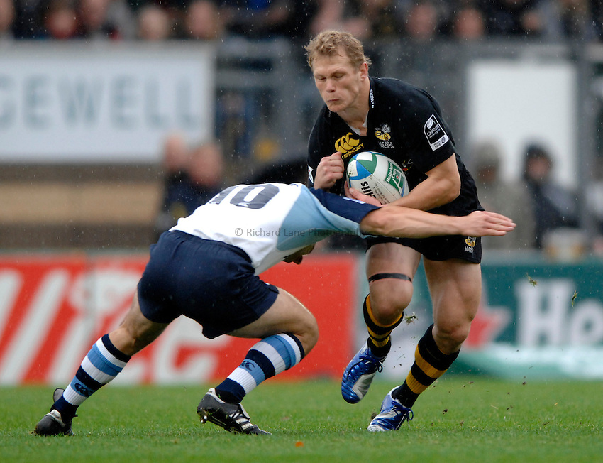 Photo: Richard Lane..London Wasps v Castres Olympique. Heineken Cup. 22/10/2006. .Wasps' Josh Lewsey attacks.