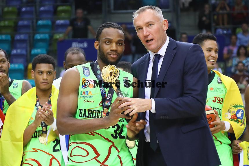 MVP Trophäe für Zachary Graham (Guaros de Lara) - Fraport Skyliners vs. Guaros de Lara, Fraport Arena Frankfurt, FIBA Intercontinental Cup 2016