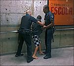 Seguranças do Metro em abordagem a menor de idade, Metro Sumare, Sao Paulo. 2018. © Juca Martins