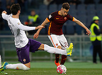 Calcio, Serie A: Roma vs Fiorentina. Roma, stadio Olimpico, 4 marzo 2016.<br /> Roma&rsquo;s Stephan El Shaarawy, right, is challenged by Fiorentina&rsquo;s Davide Astori during the Italian Serie A football match between Roma and Fiorentina at Rome's Olympic stadium, 4 March 2016.<br /> UPDATE IMAGES PRESS/Riccardo De Luca
