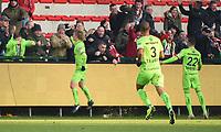 KVK KORTRIJK - SV ZULTE WAREGEM :<br /> Urho Nissila (L) viert zijn openingsgoal met de supporters<br /> <br /> Foto VDB / Bart Vandenbroucke