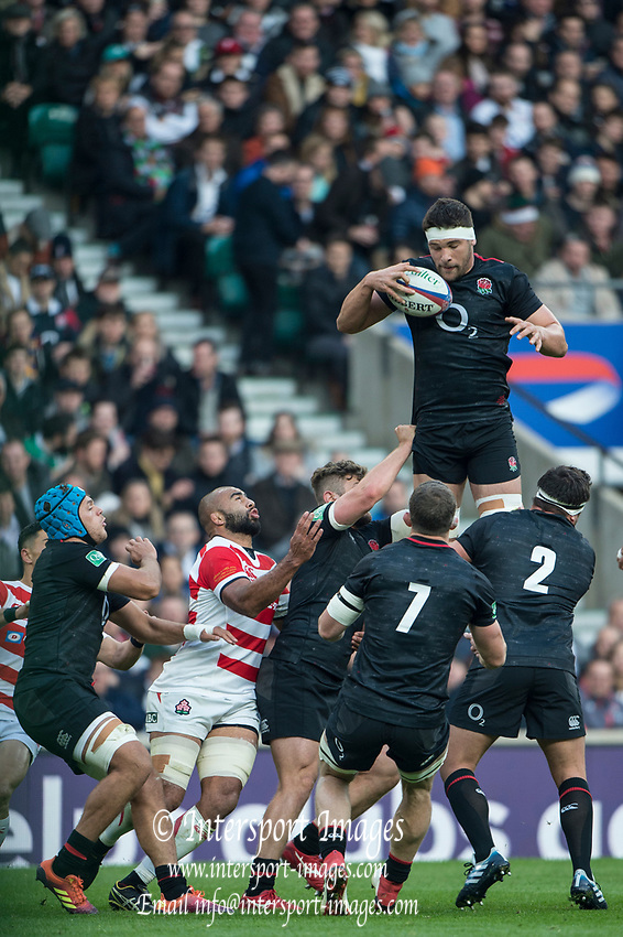Twickenham, United Kingdom, Saturday, 17th  November 2018, RFU, Rugby, Stadium, England, Chrlie EWELS, collects the line ouy ball, during the  Quilter Autumn International, England vs Japan, © Peter Spurrier
