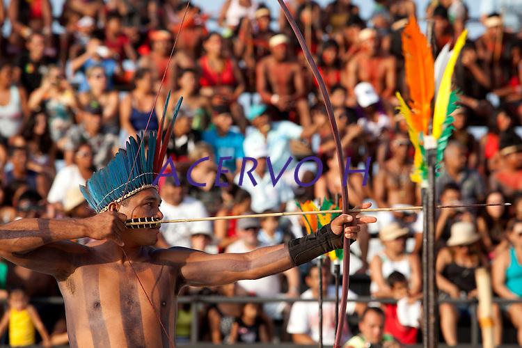 IV Jogos Indígenas do Pará<br /> <br /> Índio da Etnia Aikewara participa da competição de arco e flexa.<br /> <br /> Quinza etnias participam dos  IX Jogos Indígenas, iniciados neste na íntima sexta feira. Aikewara (de São Domingos do Capim), Araweté (de Altamira), Assurini do Tocantins (de Tucuruí), Assurini do Xingu (de Altamira), Gavião Kiykatejê (de Bom Jesus do Tocantins), Gavião Parkatejê (de Bom Jesus do Tocantins), Guarani (de Jacundá), Kayapó (de Tucumã), Munduruku (de Jacareacanga), Parakanã (de Altamira), Tembé (de Paragominas), Xikrin (de Ourilândia do Norte), Wai Wai (de Oriximiná). Participam ainda as etnias convidadas - Pataxó (da Bahia) e Xerente (do Tocantins). <br /> Mais de 3 mil pessoas lotaram as arquibancadas da arena de competição.<br /> Praia de Marudá, Marapanim, Pará, Brasil.<br /> Foto Paulo Santos<br /> 06/09/2014