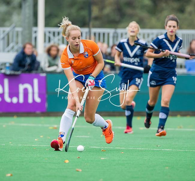 BLOEMENDAAL  - Fee Schreuder (Bldaal) tijdens de hoofdklasse competitiewedstrijd vrouwen , Bloemendaal-Pinoke (1-2) . COPYRIGHT KOEN SUYK