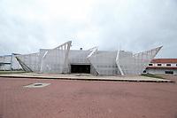 Recife (PE), 12/03/2020 - Covid-19-Recife - Imagem do Terminal Maritimo do Recife, onde um turista canadense com suspeita de Covid-19 desembarcou nesta quinta-feira (12). se trata de um senhor, de 78 anos, que desembarcou com febre e sintomas respiratorios, sinais que o encaixam como suspeito para covid-19, ou coronavirus. De acordo com a Secretaria de Saude de Pernambuco, o canadende estava a bordo de um cruzeiro de bandeira bahamenha que trazia 318 passageiros e 291 tripulantes de Salvador. O navio com bandeira das Bahamas, no Caribe, chegou ao Recife as 7h desta quinta-feira e partiria para Fortaleza as 23h, mas ficara atracado por um ou dois dias ate que saia o resultado do exame desse passageiro para Covid-19. Em caso de teste positivo, a embaracacao Silver Shadow, que esta a servico da Silversea Cruises, devera entrar em quarentena. (Foto: Pedro De Paula/Codigo 19/Codigo 19)