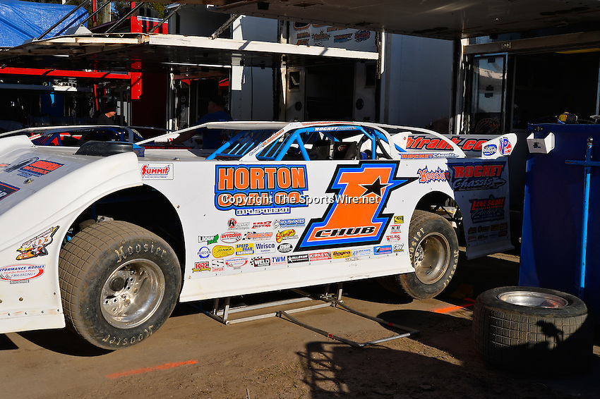 Feb 17, 2014; 4:31:23 PM;  Barberville, FL, USA;  World of Outlaws Late Model Series for 43rd Annual DIRTcar Nationals presented by Summit Racing Equipment at Volusia Speedway Park.  Mandatory Credit: (thesportswire.net)