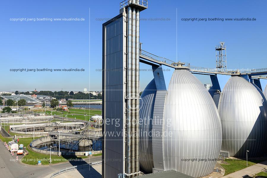 DEUTSCHLAND Hamburg, Hamburg Wasser Klaerwerk Koehlbrandhoeft, Staedtischer Energieversorger Hamburg Energie ein Tochterunternehmen von Hamburg Wasser, speist aufbereitetes Faulgas aus Abwasser, Klaerschlamm und Baggerschlamm ins Erdgasnetz ein, bei der Ausfaulung des Klaerschlamms entsteht Gas, das zu Erdgasqualitaet aufbereitet und ins Netz eingespeist wird, die Anlage wird jaehrlich 18 Millionen Kilowattstunden Biomethan einspeisen, damit koennen 3.600 Tonnen CO2 pro Jahr eingespart und bis zu 62.000 Kunden mit Biogas versorgt werden, Faulgas Gaertanks