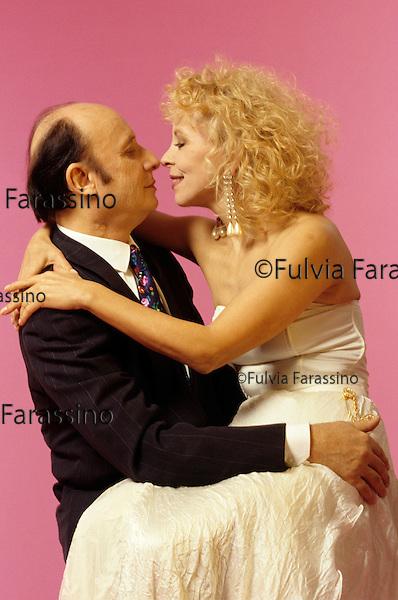 Milano, 1996, Francesco Alberoni con sua moglie Rosa Giannetta,in occasione della pubblicazione del libro Amore. Milan, 1996, Francesco Alberoni with his wife Rosa Giannetta