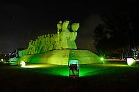SAO PAULO, SP, 29 MARÇO DE 2014 - HORA DO PLANETA SÃO PAULO: As luzes do Monumento às Bandeiras em São Paulo, não foram apagadas conforme o previsto e permaneceram acesas no periodo das 20:30 as 21:30. Elas deveriam ter sido apagadas para também participar da Hora do Planeta na noite deste sábado (29). (Foto: Levi Bianco - Brazil Photo Pess)