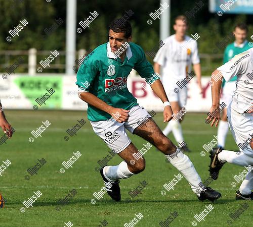 2009-09-27 / Voetbal / seizoen 2009-2010 / FC Duffel - KFC Oosterzonen / Osammah Madah..Foto: Maarten Straetemans (SMB)